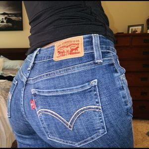 Distressed Levi's Ankle Jeans